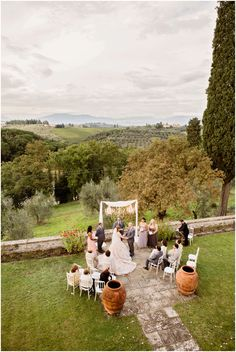 Beautiful setting for an intimate wedding close to Florence. Few guests and the stunning backdrop of Tuscany landscape.
