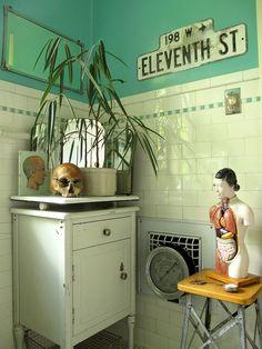 cool Decorating Idea For Bathroom vintage bathroom Bathroom Inspiration, Interior Inspiration, Bathroom Ideas, Bath Ideas, Bathroom Storage, Interior Styling, Interior Design, Interior Modern, Quirky Decor