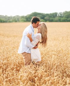 Engagement Pictures - How one couple nailed their engagement session. From outfits to location learn how to nail your engagement shoot. Read the post. Engagement Photo Outfits, Engagement Couple, Engagement Shoots, Fall Engagement, Country Engagement Pictures, Outdoor Engagement Photos, Engagement Images, Engagement Photo Inspiration, Couple Photography Poses