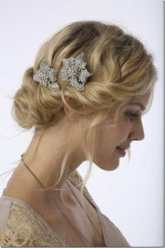 Romantična Frizura Vintage Wedding Hairstyles With Updo Am In Love W This Inspired I Also Really The Clips Her Hair