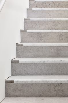 David Chipperfield Architects completes London outpost of Bastian gallery – Architectural Autocad Stair Handrail, Staircase Railings, Staircase Design, Stairways, Marble Stairs, Stone Stairs, Architecture Details, Interior Architecture, Architecture Tools