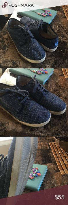 TOMS Chambray Sneakers Sz11 Really nice item worn once can wear with boho style, relax laid back fit , crochet top distressed jeans and these !! TOMS Shoes Sneakers