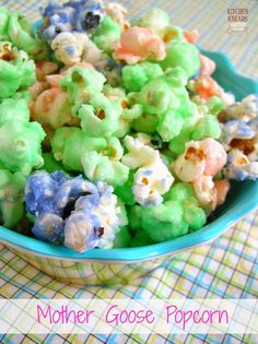 Mother Goose Popcorn Mother Goose popcorn is a fun, kid-oriented spring or Easter treat. I remember when I was a youngster, my mom would make this Popcorn Snacks, Candy Popcorn, Popcorn Recipes, Popcorn Bar, Fun Recipes, Flavored Popcorn, Homemade Microwave Popcorn, Goose Recipes