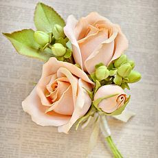 Бутоньерка для жениха. #цветы #фоамиран #свадьба #бутоньерка #жених #розы…