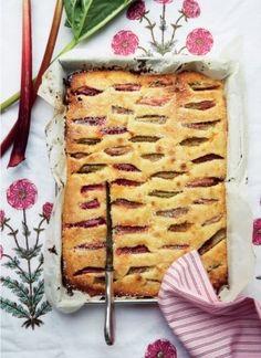 Pund til pund-kage med rabarber (Recipe in Danish) Sweet Recipes, Cake Recipes, Snack Recipes, Snacks, Food Cakes, Cupcake Cakes, Cupcakes, Danish Food, Rhubarb Recipes