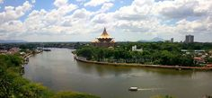 Kuching one of the very beautiful places to visit in Malaysia Borneo. Apart from the Sarawak Laksa what do you think is great about Kuching?   #kuching #sarawak #borneo #malaysia