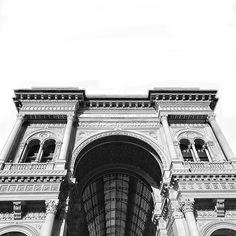 Dei Milanesi... #milano #milan #duomo #ilduomomilano #italy #italia #ilduomo #torino #bergamo #roma #rome #cathedral #cold #mattino #buongiorno #goodmorning #iphone7 #iphone #iphone7plus #igersmilano #igersitaly #igersitalia #like4like #likeforlike #bwphoto #bwphotography #bw #bw_lover #bwphotochallenge