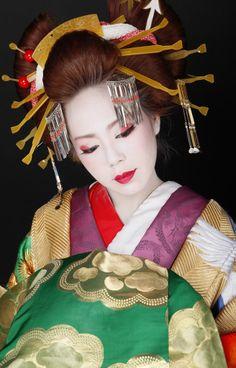 oiran-- kimono and kanzashi