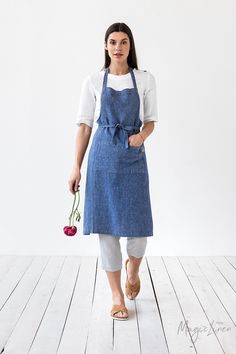 Cook, garden, create with this comfortable bib linen apron. Handmade from pure linen. Unisex linen apron for all sizes. Unisex Looks, Aprons For Men, Linen Apron, Bib Apron, Sewing Aprons, Apron Pockets, One Size Fits All, Blue Denim, Easy