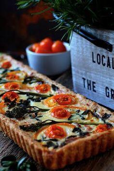 Olen ihastunut ihan älyttömästi erääseen uutuus-tuotteeseen kaupassa, nimittäin Vuolu-broileriin. Eilen tein siitä grillissä pizzaa...... The Gr, Sweet And Salty, Deli, Vegetable Pizza, Quiche, Brunch, Food And Drink, Baking, Vegetables