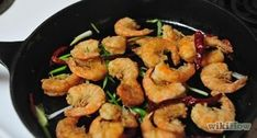 How to Make Salt and Pepper Shrimp. Salt and pepper shrimp is a favorite at many Chinese restaurants and Chef Jessica will show you how to make this delicious dish step by step. Clean the shrimp. Salt And Pepper Shrimp, Breaded Shrimp, Chinese Restaurant, Kung Pao Chicken, Tasty Dishes, Dinner Recipes, Lunch, Eat, Ethnic Recipes