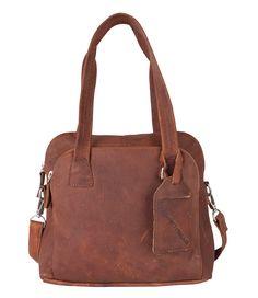 De Bag Livingston van Cowboysbag is een prachtige tas, uitgevoerd in hoogwaardig leer. De tas is gemakkelijk in gebruik door de vele vakken. Het hoofdcompartiment van de tas sluit met behulp van een rits, net als het vakje aan de voorzijde. Aan de binnenkant vind je twee open insteekvakken voor bijvoorbeeld je smartphone en een ritsvakje. Draag de tas op de schouder of crossover door middel van het langere afneembare hengsel.