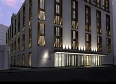Legendary Italian jeweller Bulgari is behind this very stylish five Knightsbridge hotel which 85 rooms and suites, a superior restaurant and cinema. London Hotels, Bulgari Hotel London, Bvlgari Hotel, Facade Lighting, United Kingdom, Entrance, Art Deco, Exterior, Architecture