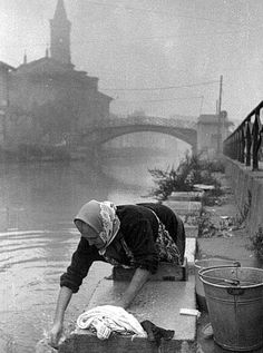 Italian Vintage Photographs ~ ~ Milano,Italy the lavandaia Vintage Photographs, Vintage Images, Old Pictures, Old Photos, Street Photography, Art Photography, Black And White Photography, Black White Photos, Vintage Italy