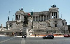 Built as a tribute to the first King of United Italy, Victor Emmanuel II, at the Piazza Venezia