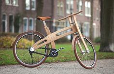 Bough Bike, a wooden design bike by designer Jan Gunneweg from Nederlands Design. What a beautiful bike design to see! Wooden Bicycle, Wood Bike, Velo Design, Bicycle Design, Ideas Para Inventos, Henri Rousseau, Push Bikes, Balance Bike, Piet Mondrian