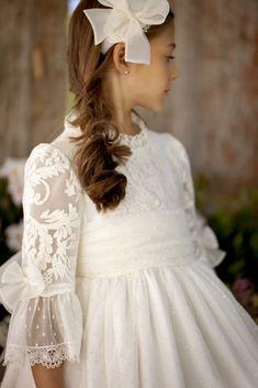 ARTESANÍA DE LA TORRE 2018 Confirmation Dresses, Baptism Dress, Girls Communion Dresses, Girls Pageant Dresses, Little Dresses, Flower Girl Dresses, Première Communion, Dress Anak, Baby Gown
