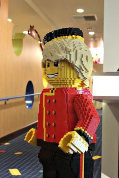 LEGO figures here to welcome you to the #LEGOLANDHotel :)