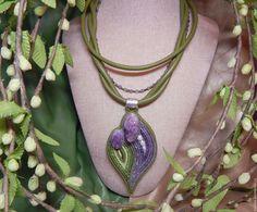 Купить Колье из кожи с друзами аметиста Нежность весны - оливковый, колье из кожи