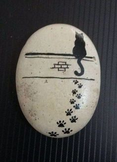 50 Best Painted Cat Rocks - Ideas and Images Pebble Painting, Pebble Art, Stone Painting, Painting Art, Painted Rock Animals, Hand Painted Rocks, Rock Painting Ideas Easy, Rock Painting Designs, Stone Crafts