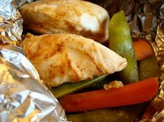 Foil Packet Chicken with Carrots Snow Peas - in the oven now! Really easy to make, and it smelled AMAZING as it was cooking. The ginger was a little too strong for my tastes, but otherwise, definitely a keeper! Tin Foil Dinners, Foil Packet Dinners, Paleo Recipes, Dinner Recipes, Cooking Recipes, Healthy Cooking, Healthy Eating, Chicken Foil Packets, Chicken Recipes