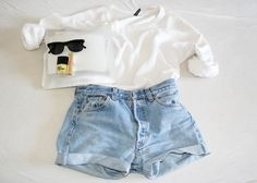 very casual outfit but very cute at the same time :)