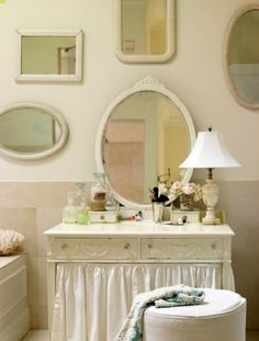 Vintage mirrors surrounding an antique vanity table. Antique Vanity, Vintage Mirrors, Vintage Vanity, Baños Shabby Chic, Estilo Shabby Chic, Natural Bathroom, White Bathroom, Master Bathroom, Cozy Bathroom