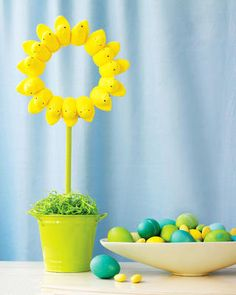 Peeps Sunflower Wreath... 3 of my favorite things. I am totally doing this next year, but I would use bunny peeps because they are way cooler, no?