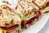 Club Sandwich with homemade rustic bread with bacon Sandwiches For Lunch, Wrap Sandwiches, Hamburgers, The Kitchen Food Network, Baked Turkey, Turkey Bacon, Good Food, Yummy Food, Yummy Yummy