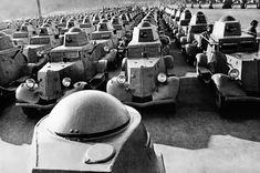 Centenas de carros blindados russos se movem para a frente de batalha, em 19 de outubro de 1941.