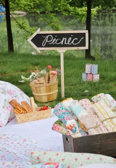 Now this is how to lead your guests to the picnic in style.