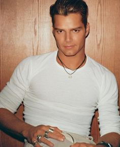 Your Daily Dose of Ricky Martin White Outfit For Men, White Outfits, Hottest Male Celebrities, Celebs, Famous Singers, Male Beauty, Sexy Men, Hot Men, Beautiful Men