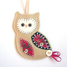 cute owl ornament- could do this with felt and different colors and glue, OR patterned paper and thick cardstock?