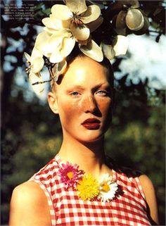 Ogni giorno Vogue Italia seleziona per te il meglio della moda italiana e internazionale, i nuovi trend e le news più interessanti. Floral Headdress, She's A Lady, Comme Des Garcons, Floral Crown, Her Hair, Flower Power, Gingham, Eye Candy, Fashion Photography