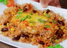 Chili con carne casserole recipe with chicken is the perfect meal for little washing up. Quick Appetizers, Easy Appetizer Recipes, Chili Recipes, Mexican Food Recipes, Ethnic Recipes, Chicken Breast Fillet, Chicken Lasagna, Chicken Rice, Rice Recipes For Dinner