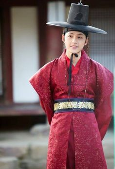 Song Joong Ki on Check it out Song Joong, Song Hye Kyo, Korean Hanbok, Korean Dress, Korean Traditional, Traditional Outfits, Descendants, W Kdrama, Soon Joong Ki