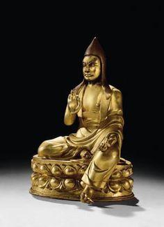 """迦耶达啰 创作年代 16世纪 尺寸 高14.3cm 估价 350,000 - 380,000 HKD 成交价 -- 作品分类 佛教文物其它 作品描述 藏中 红铜鎏金 迦耶达啰(Gayadhara,994~1043年),11世纪西藏佛教后弘期有名的印度大译师,对于印度密教传入西藏和藏传密教传统的形成作过重要的贡献。他先后曾与五位西藏著名的译师合作,分别将喜金刚(Hevajra)、密集(Guhyasamāja)、时轮(Kālacakra)和四座(Caturpiwha)等四部最重要的密续根本续及其释论译成西藏文,对印度密教传入西藏作出了卓越的贡献。同时他也是道果法传入西藏的关键人物。他出生于印度""""书字者""""(Kāyastapa)种姓,曾为东方孟加拉国国国国王的""""书字官"""",后依从阿瓦都帝巴学法,受赐喜金刚等密法灌顶,并得完整的道果法,后将其分传给两位西藏上师,使道果法于西藏得到传播。萨迦派所传道果法之根本所依《道果根本金刚句》即是其与吐蕃译师卓弥释迦也失共同译成。 有传说他因擅""""往生""""('pho…"""