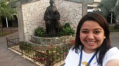 #moocarteytic  Creo en el método preventivo de Don Bosco, y creo firmemente que estudiar Arte y tecnología para educar aplica para poder acercanos a los jóvenes, trabajar con ellos y para ellos. Una fotografía tomada, frente a la estatua de Don Bosco, en la Parroquia San Juan Bosco, Ciudadela, Soyapango, San Salvador. El Salvador.  Apreciamos el acompañamiento de Don Bosco, junto  Laura Vicuña, y Domingo Savio, jóvenes que consagraron su vida a Dios y a siempre estar alegres