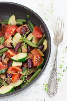 A protein-rich version of the classic ratatouille. Lactose Free Recipes, Vegan Gluten Free, Healthy Recipes, Cooking Green Beans, Ovo Vegetarian, Free Meal Plans, All Vegetables, Red Beans, Meal Planning