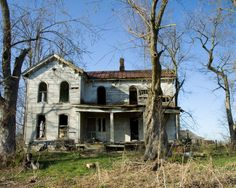 Old Folk Victorian Farm House in Winchester, Kentucky