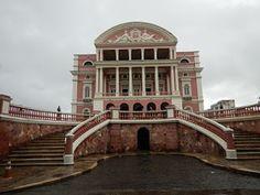Teatro Amazonas, uma atração em Manaus. Conhecido também por a Ópera de Manaus, é um teatro muito luxuoso e símbolo do ciclo de borracha no Brasil.