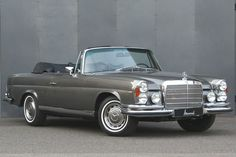 Looking for the Mercedes-Benz of your dreams? There are currently 1183 Mercedes-Benz cars as well as thousands of other iconic classic and collectors cars for sale on Classic Driver. Mercedes Benz 300 Sl, Autos Mercedes, Retro Cars, Vintage Cars, Mercedes Classic Cars, Automobile, Benz Amg, 1959 Cadillac, Mercedez Benz