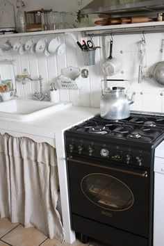 ♕ LOVE this little kitchen