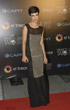 Agustina Cherri destacó el corte de su pelo con este vestido ultra largo con transparencias.  /Gerardo Viercovich