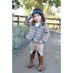 A picture from when Harlow went to watch the horses and riders. Featuring: @janieandjack, @jessicahaley #fashionkids