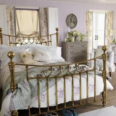 Country bedroom pictures and photos for your next decorating project. Find inspiration from of beautiful living room images 25 Beautiful Homes, Beautiful Bedrooms, Romantic Bedrooms, Beautiful Things, French Classic Style, California Bedroom, Parisian Decor, French Interior Design, Brass Bed