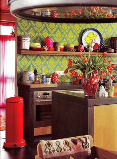 love the colours, and what a smashing wallpaper for a kitchen