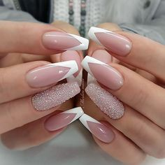 Luxury nails are something that all fashionable ladies are indifferent to. That is why we have compiled this fresh and trendy set of unique manicure ideas. It is up to you to decide what to replicate and what to use as the perfect inspiration. Ongles Gel French, French Gel, French Tips, Reverse French Nails, French Tip Nails, Sparkly French Manicure, White Tip Nails, French Manicure Nails, Trendy Nails