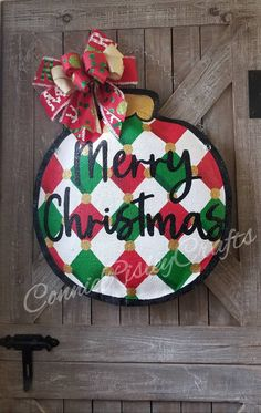 Burlap Christmas Ornaments, Christmas Signs Wood, Christmas Wreaths, Christmas Bulbs, Burlap Door Decorations, Burlap Door Hangers, Christmas Door Decorations, Painting Burlap, Holiday Crafts