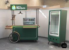 Casa do Pão de Quejo | Carrinho Gourmet | Studio Dias Cafe Shop Design, Kiosk Design, Retail Store Design, Booth Design, Food Cart Design, Food Truck Design, Bike Food, Cold Brew Iced Coffee, Food Kiosk